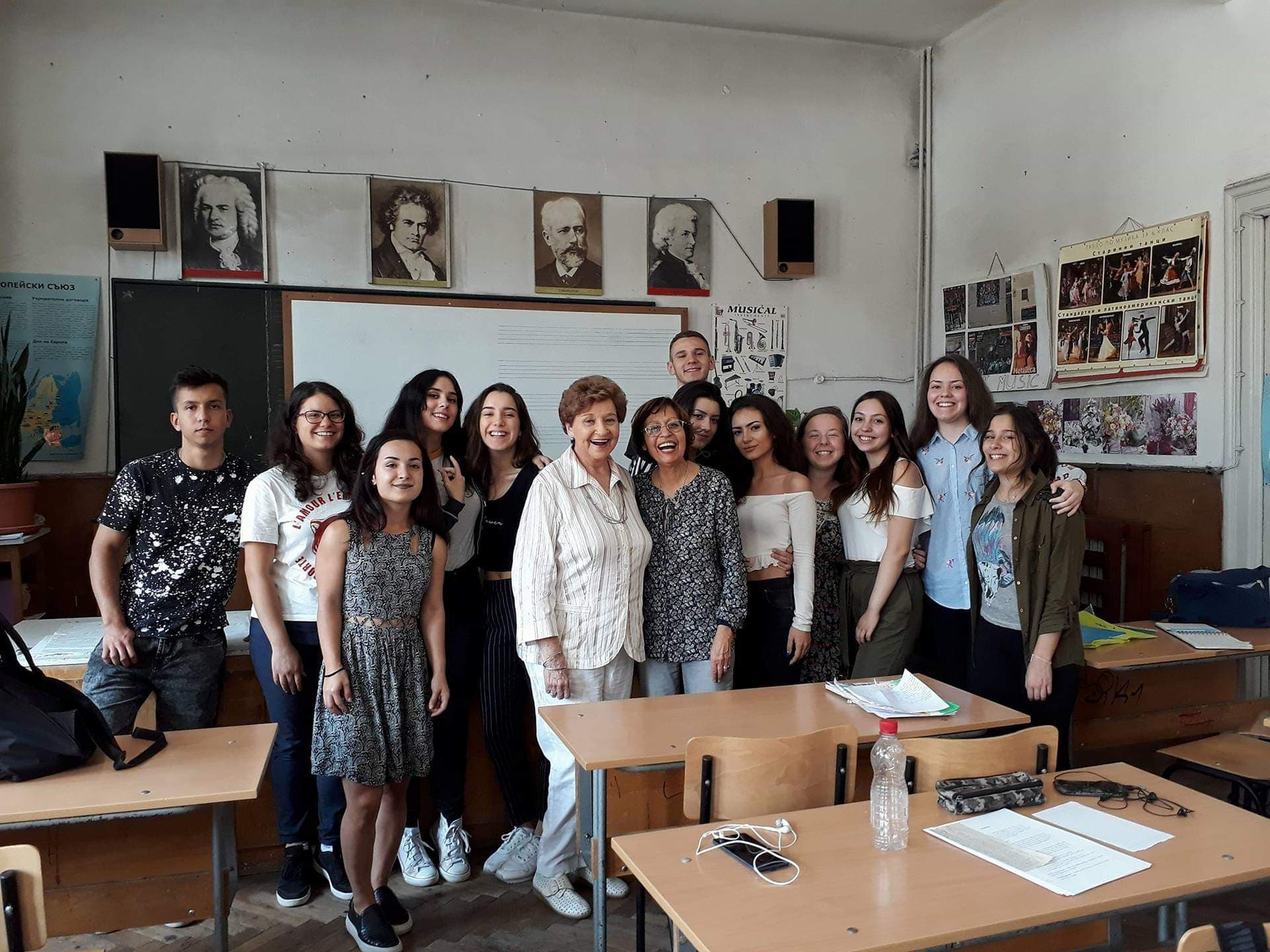 Студент работи за добродетели в българското общество